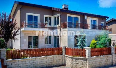 RH 142-Yalova summer homes, villas with garden, ready to move